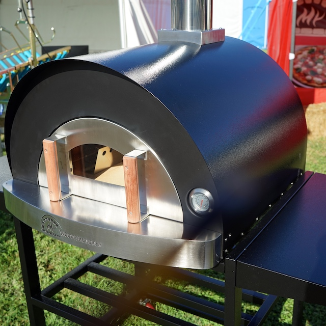 My-Buddy black pizza oven